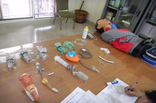Beberapa alat yang dipergunakan dalam skill station airway management